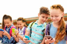 Niños deben utilizar con regulación el celular