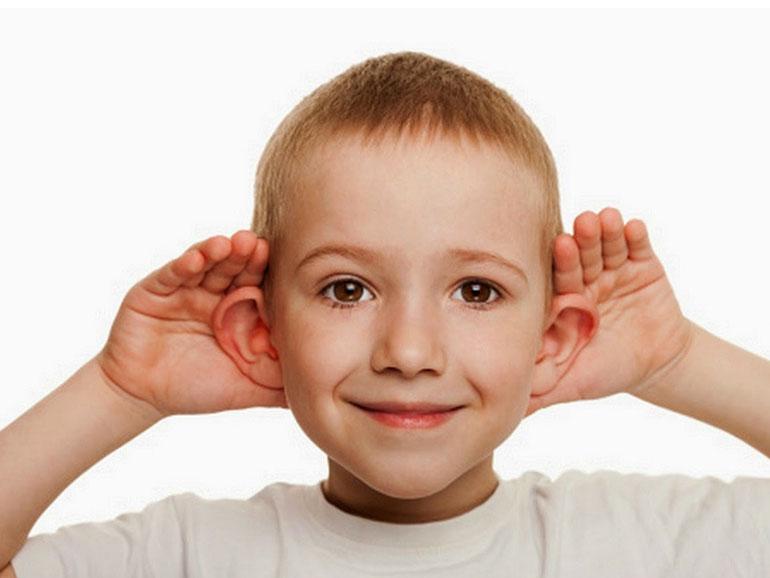 Muchos padres piensan en una otoplastía para sus hijos