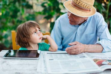 Los abuelos son fundamentales para los niños