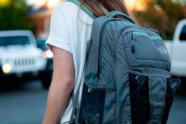 Niña se va sola al colegio