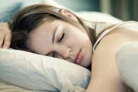 Mujer disfrutando el dormir