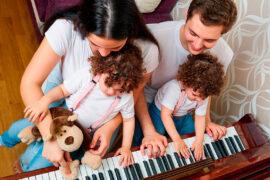 Niños disfrutando de música