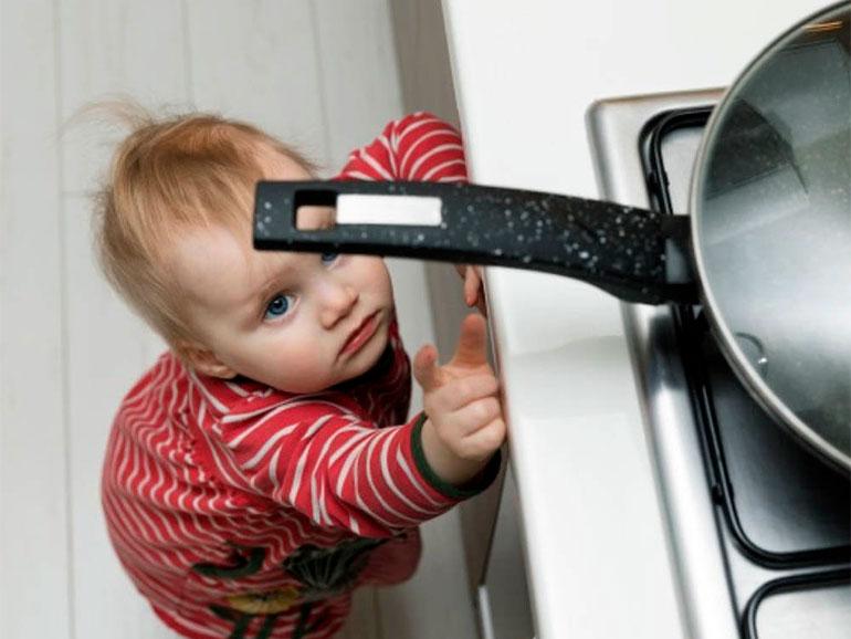 Los accidentes en casa son comunes en niños