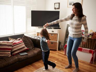 los niños pueden hacer actividad física en casa