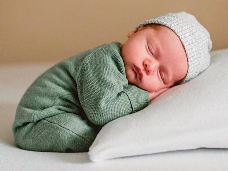 Se debe lavar la ropa del recién nacido