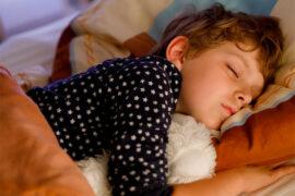El dormir es fundamental para los niños