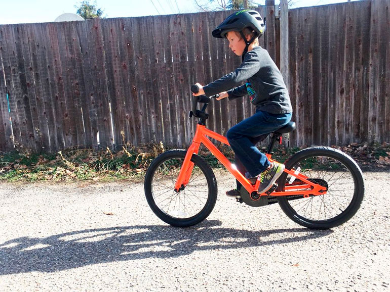 Andar en bicicleta puede provocar a veces caídas