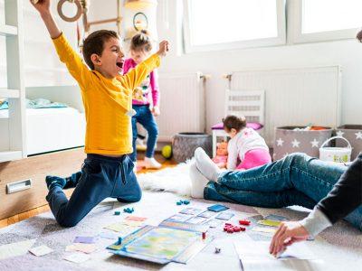 Los juegos de mesa permiten compartir en familia