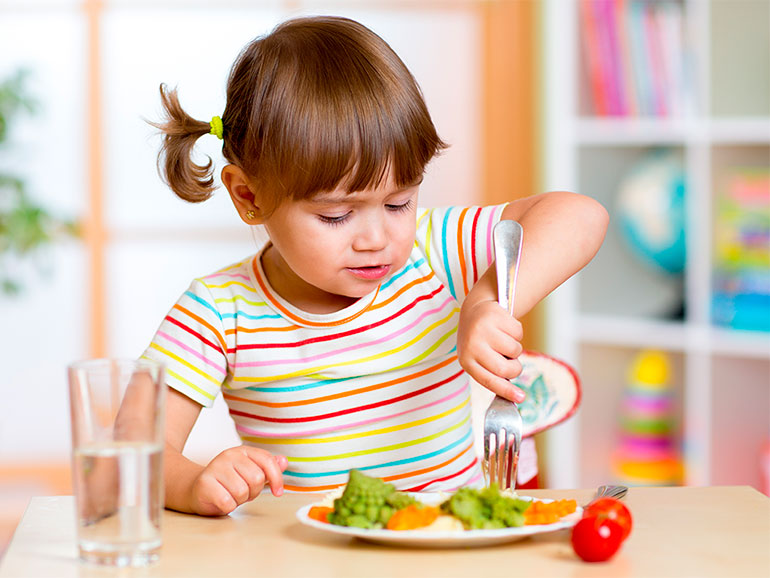 Los hábitos alimentarios de los niños deben observarse