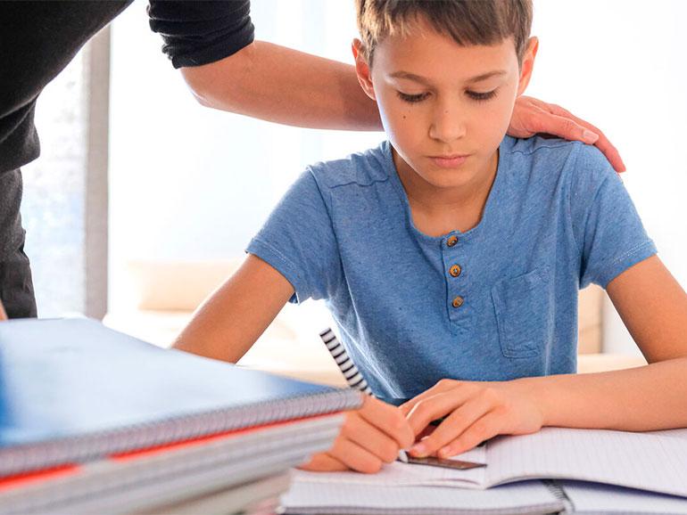 Los padres deben ayudar al hijo muy autoexigente