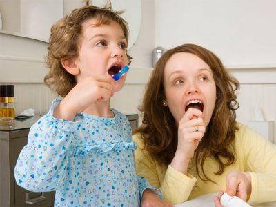 La lengua debe limpiarse en cada cepillado